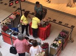 GOLDEN ROSES - Wachsrosen zum Muttertag am 13. Mai 2017 im fritz